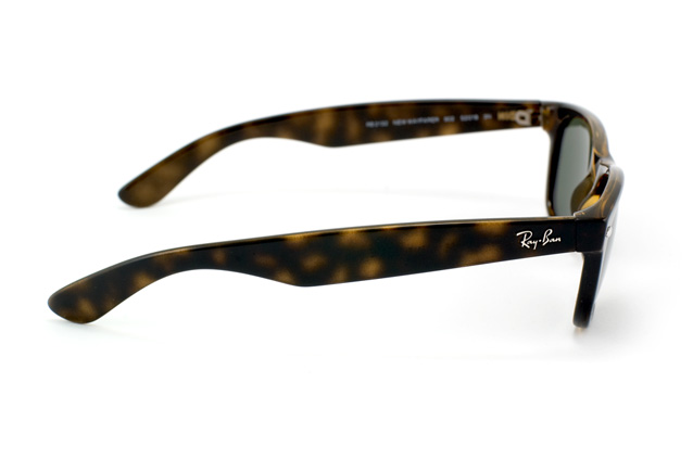 Ray-Ban New Wayfarer RB 2132 902 perspective view