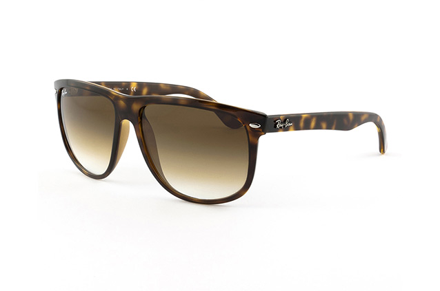 Ray-Ban RB 4147 710/51 small Perspektivenansicht